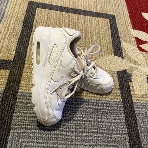 White kids Nike air max size 2Y shoes